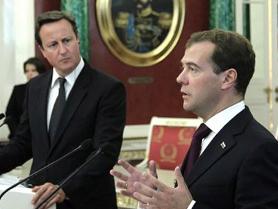 Russia's President Dmitry Medvedev (R) and British Prime Minister David Cameron (L) speak during their joint press conference as they meet in the Moscow's Kremlin, on September 12, 2011. (AFP PHOTO/MIKHAIL KLIMENTYEV)