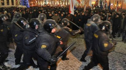 Minsk : Protesters clash with riot police during an opposition rally in Minsk early on December 20, 2010. (AFP Photo / Viktor Drachev)