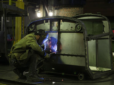 Russian unions clash with industrialists over labor reform