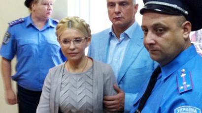 A file photo taken on August 11, 2011 shows Former Ukrainian Prime Minister Yulia Tymoshenko (C) inside a courtroom in Kiev (AFP Photo / Pool / Aleksandr Prokopenko)