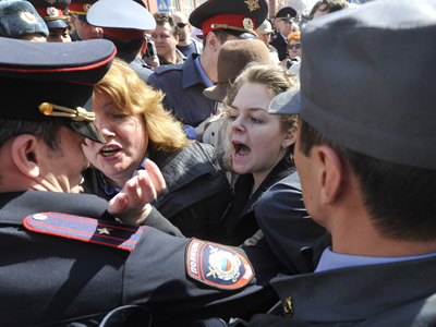 Protesters break through police cordons in Astrakhan (RIA Novosti / Alexey Kudenko)