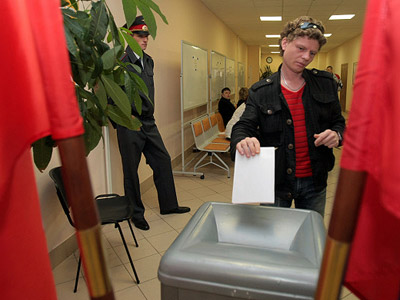 At one of the polling stations in St. Petersburg during the election. (RIA Novosti / Vadim Zhernov)