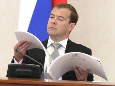 Medvedev wants billionaires to teach in schools