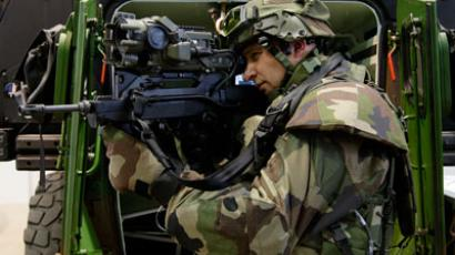 A soldier displays the Felin weapon system at the Eurosatory International Defence Exhibition in Villepinte, north of Paris.(Reuters / Benoit Tessier)