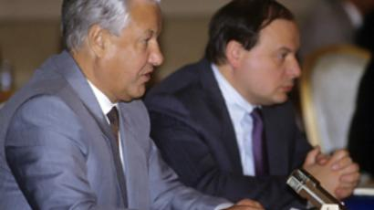 Boris Yeltsin (L) and Yegor Gaidar (RIA Novosti Photo)