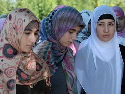Russian school bans 5 Muslim girls from classes for wearing hijab