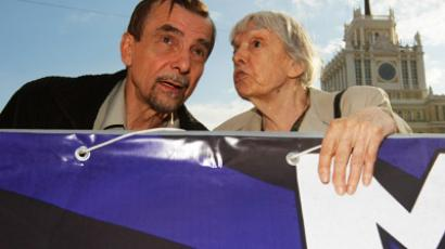 "Leader of the movement ""For Human Rights"" Lev Ponomaryov and head of the Moscow Helsinki group Ludmila Alexeyeva (RIA Novosti / Mikhail Fomichev)"