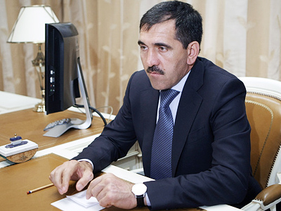 Ingush leader discusses terrorism with public and elders