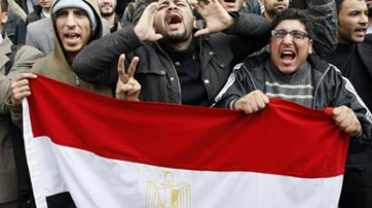 Egyptian demonstrators hold their national flag during demonstration in Cairo (AFP Photo / Mohammed Abed)