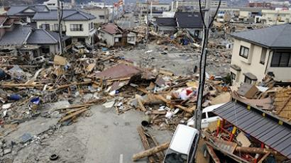 Debris left by the tsunami litters a street in the town of Ofunato in Iwate prefecture on March 14, 2011 (AFP Photo / Toshifumi Kitamura)