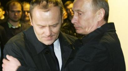 Russian Prime Minister Vladimir Putin (R) hugs his Polish counterpart Donald Tusk as they visit the site of a Polish government Tupolev Tu-154 aircraft crash near Smolensk airport on April 10, 2010 (AFP Photo / RIA Novosti / Pool / Alexey Nikolsky)