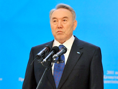 Kazakh president and presidential candidate Nursultan Nazarbayev speaks after casting his vote at the polling station during presidential elections in Astana on April 3, 2011 (AFP Photo / Viktor Drachev)
