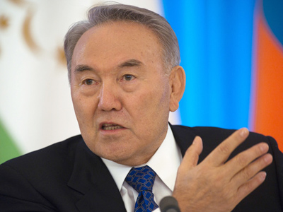 Kazakh president agrees to run in early elections, passes language test