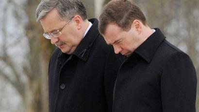 Russian President Dmitry Medvedev (R) and Polish President Bronislaw Komorowski attend a commemoration ceremony at the site of the plane crash that killed Poland's former President Lech Kaczynski and 95 others passengers in Smolensk on April 11, 2011 (AFP Photo / Natalia Kolesnikova)