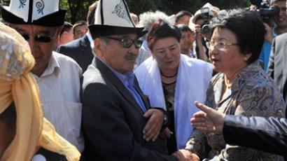 "Kyrgyz President Rosa Otunbaeva (R) speaks with people at the monument ""Mothers'Tears"" (AFP Photo / Vyacheslav Oseledko)"