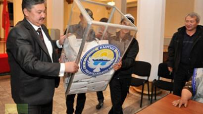 Members of Kyrgyz election committee empty a ballot box at a polling station in Bishkek, on October 10, 2010 (AFP Photo / Vyacheslav Oseledko)