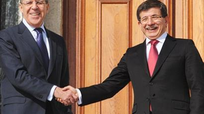 Russian Foreign Minister Sergei Lavrov (L) and his Turkish counterpart Ahmet Davutoglu speak after their meeting in Istanbul, on January 20, 2011 (AFP Photo / Bulent Kilic)