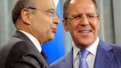 Sergei Lavrov (R) meets his visiting French conterpart Alain Juppe in Moscow on July 1, 2011 (AFP Photo / Alexander Nemenov)