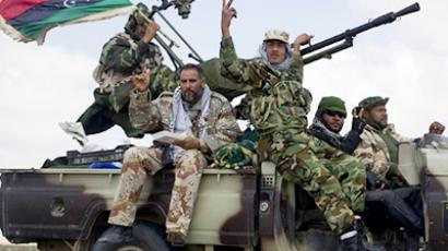 Libyan rebels head towards an area where they are engaged in street battles with forces loyal to Moamer Kadhafi near Brega on April 3, 2011 (AFP Photo / Odd Andersen)