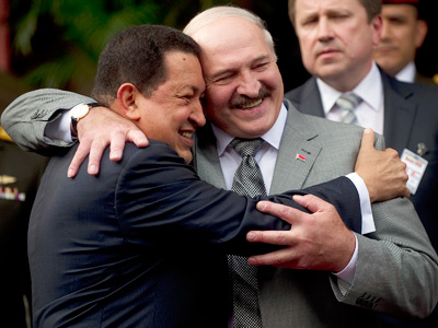 Venezuelan President Hugo Chavez (L) hugs his Belarussian counterpart Alexander Lukashenko, during a meeting at Miraflores presidential palace in Caracas on June 26, 2012 (AFP Photo / Juan Barreto)