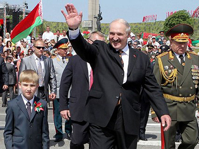 Lukashenko vows democracy, opposition insists on fair polls