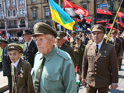 Former soldiers of the OUN-UPA take part in a procession through the streets of Lviv, devoted to the Day of Ukrainian Heroes. (RIA Novosti / Iliya Pitalev)