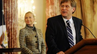 U.S. Secretary of State Hillary Clinton (L) smiles at a remark made by Ambassador-Designate to Russia Michael McFaul during his swearing-in ceremony at the State Department January 10, 2011 in Washington, DC (Astrid Riecken / Getty Images / AFP)