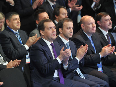 Prime Minister Dmitry Medvedev, Deputy Prime Minister Arkady Dvorkovich, Interros President Vladimir Potanin (front, left to right) at the signing of joint agreements at the Krasnoyarsk Economic Forum.(RIA Novosti / Alexander Astafev)