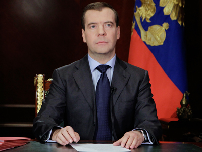 Medvedev calls on nation to make 'right' choice