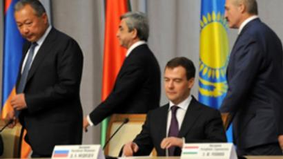 L to R: Presidents Kurmanbek Bakiyev of Kyrgyzstan, Serzh Sarkisian of Armenia, Dmitry Medvedev of Russia and Alexander Lukashenko of Belarus at a Eurasian Economic Community (EurAsEC) meeting in Minsk on November 27, 2009 (AFP Photo / Viktor Drachev)
