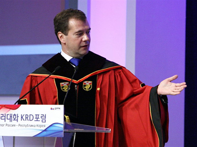 Russian President Dmitry Medvedev speaks after receiving an honorary Doctor of Laws during a Korea-Russia Dialogue (KRD) forum in Seoul, on November 10, 2010 (AFP Photo / RIA-Novosti / Kremlin Pool / Mikhail Klimentyev)