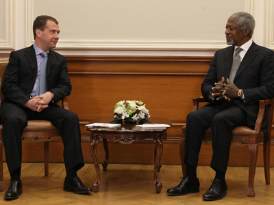 Dmitry Medvedev (L) and Kofi Annan (RIA Novosti / Ekatrina Shtukina)