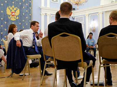 Dmitry Medvedev with delegates of the Seliger youth forum (RIA Novosti / Dmitry Astakhov)