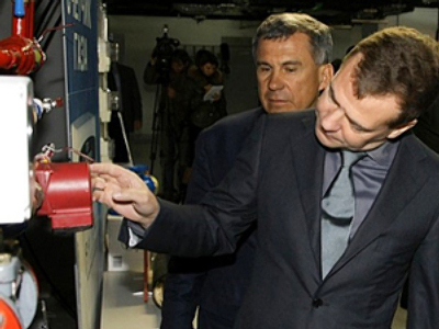 Russian President Dmitry Medvedev inspects an automatic regulation system of an apartment house heating in the city of in Naberezhnye Chelny, about 700 km east of Moscow , on October 26, 2010