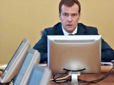 Medvedev to control implementation of his orders online