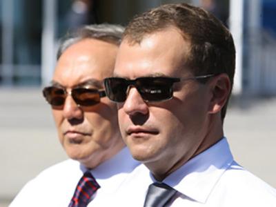 Dmitry Medvedev (R) and Nursultan Nazarbayev (RIA Novosti / Pool)