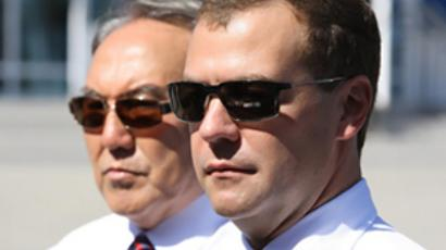 Dmitry Medvedev (R) and Nursultan Nazarbayev (RIA Novosti / Pool)
