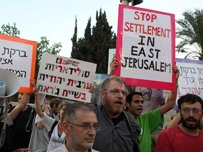 Israeli activists protest against Jewish settlement construction in Arab East Jerusalem. (AFP Photo / Gali Tibbon)