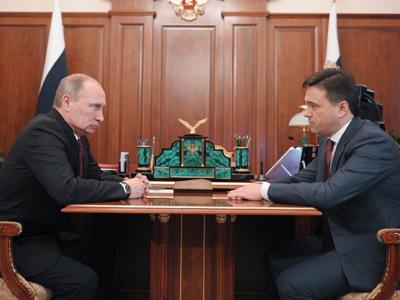 Vladimir Putin (L) meeting in Novo-Ogaryovo with newly-appointed Moscow Region Governor Andrey Vorobyov (RIA Novosti / Alexsey Druginyn)