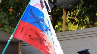 Japanese radicals desecrate Russian flag
