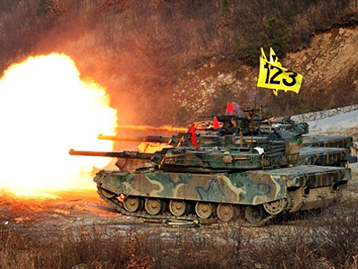 South Korean Army K-1a tanks fire rounds during air and ground military exercises on the Seungjin Fire Training Field, in mountainous Pocheon on December 23, 2010 (AFP Photo / Dong-A Ilbo)