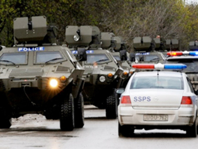 Georgian police Armoured Personnel Carriers move in convoy along a road outside Tbilisi (AFP Photo / Vano Shlamov)