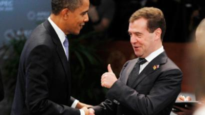 Russia's President Dmitry Medvedev (R) gives U.S. President Barack Obama a thumbs up as they meet at the first plenary meeting during the APEC Summit in Honolulu, Hawaii November 13, 2011 (Reuters/Jason Reed)