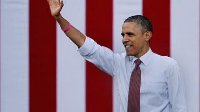 President Barack Obama waves to supporters during a campaign rally at Elm Street Middle School October 27, 2012 in Nashua, New Hampshire. (Chip Somodevilla/Getty Images/AFP)
