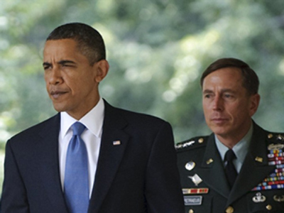 US President Barack Obama (L) and General David Petraeus (AFP Photo / Mandel Ngan)
