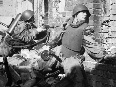 Soviet soldiers fighting for Custrin (RIA Novosti / Alexander Kapustyanskiy)