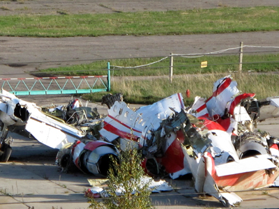 The wreckage of the Polish Tupolev Tu-154M presidential aircraft is seen at the airport in Smolensk(Reuters / Lidia Kelly)