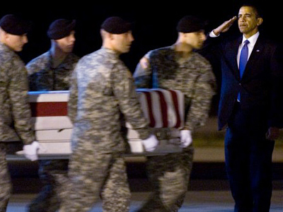 US President Barack Obama (R) salutes during the dignified transfer of Sergeant Dale R. Griffin of Terre Haute, Indiana, at Dover Air Force Base in Dover, Delaware, October 29, 2009 (AFP Photo / Saul Loeb)