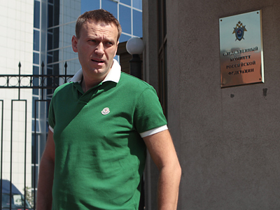 Pro-Kremlin group seeks to strip Navalny of attorney status