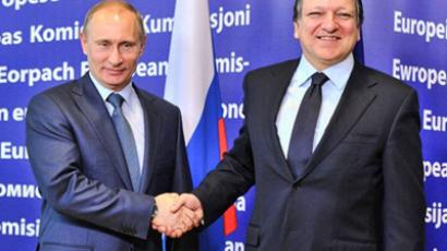 European Commission President Jose Manuel Barroso (R) and Russian Prime Minister Vladimir Putin prior to their working session on Febuary 24, 2011 at the EU headquarters in Brussels. (AFP Photo / Georges Gobet)